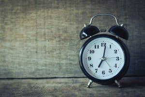 ניהול מלאי- old clock ringing